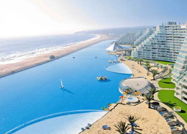 Wie das größte Schwimmbad der Welt aussieht