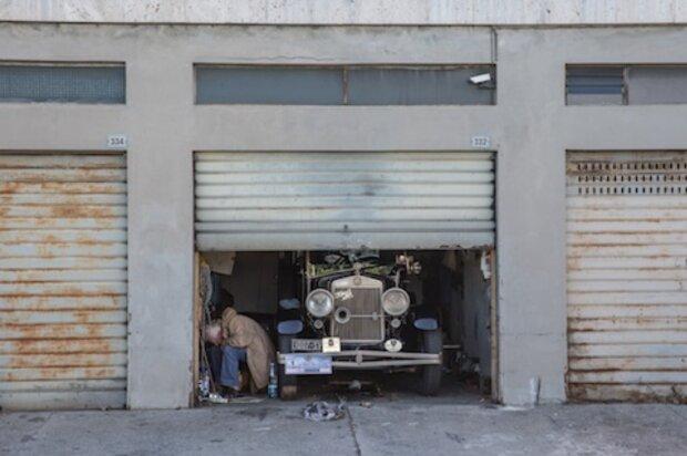 Die Garage war 70 Jahre lang geschlossen: Das Auto war vergessen und wurde zu einem Schatz