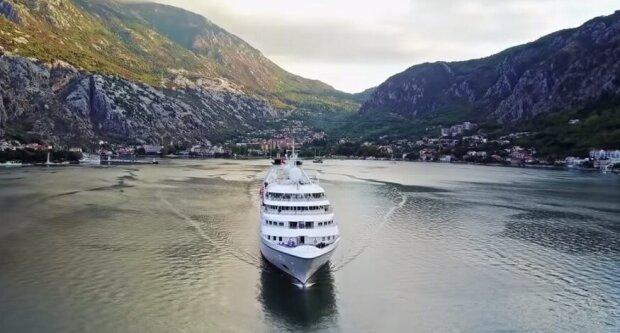 Rente auf einem Kreuzfahrtschiff: Der Mann hat das ganze Geld für das Ticket ausgegeben und ist glücklich