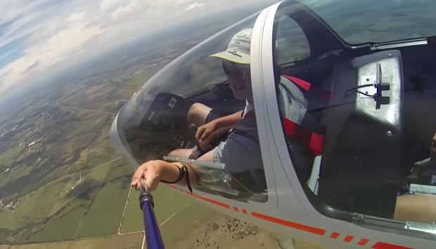 Flugzeug . Quelle: YouTube Screenshot