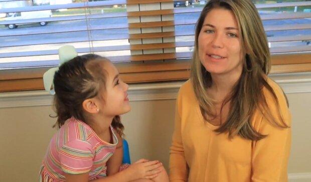 Mama und Tochter. Quelle: YouTube Screenshot