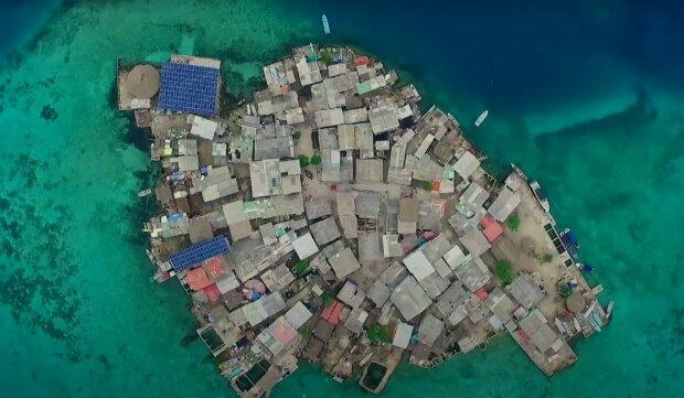 Ein Mann wollte seine Ex zurück und baute eine ganze Insel. Quelle: Screenshot Youtube