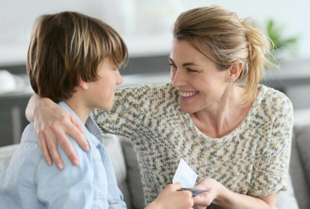 Die Tante, die ihrem Neffen einen Lottoschein schenkte, bat ihn, den Gewinn zu teilen
