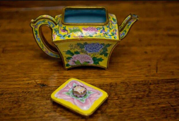 Ein wertvoller Fund: Ein Brite verkaufte einen, in seiner Garage gefundenen, chinesischen Wasserkocher für 500.000 Dollar