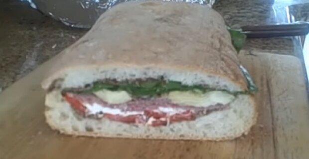 Die Frau bereitet seit Jahren gebissene Sandwiches für ihren Mann zu: So zeigt sie ihre Liebe