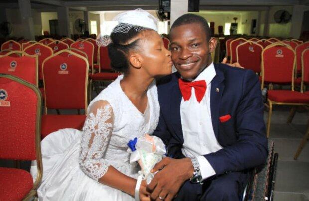 Liebesheirat : Fotos der Neuvermählten haben in sozialen Netzwerken Witze provoziert