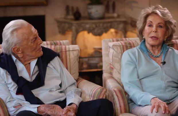 Kirk Douglas and Anne Biden's. Quelle: YouTube Screenshot
