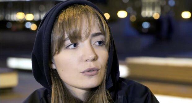 Eine 27-jährige Britin lief von zu Hause weg, um zu heiraten und wurde vierzehnte Frau des Mannes