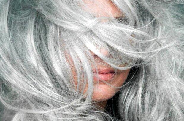 Frau mit grauem Haar. Quelle: Screenshot Youtube