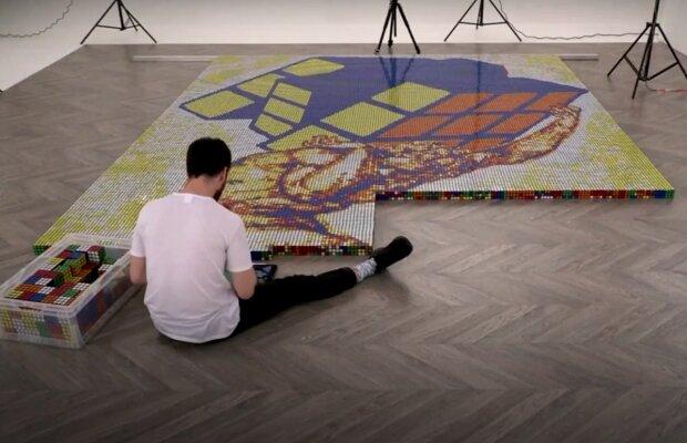 """""""Hat das Unmögliche geschafft"""": Wie ein Mann in weniger als einem Tag ein Mosaik aus mehr als 6000 Zauberwürfeln zusammensetzte"""