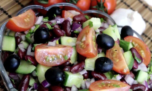 Bohnensalat mit Gemüse. Quelle: Screenshot YouTube