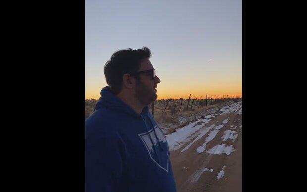 Ein Mann, der zuvor nicht Farben unterscheiden konnte, sah zum ersten Mal die Farbe eines Sonnenuntergangs