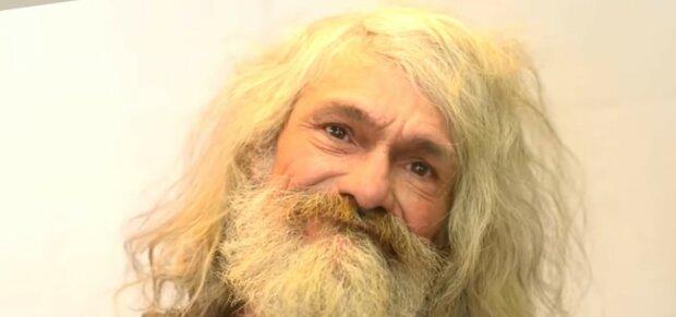 Obdachloser gab den Geldbeutel der Oma zurück und startete eine Aktion: Wie die Menschen ihm dankten