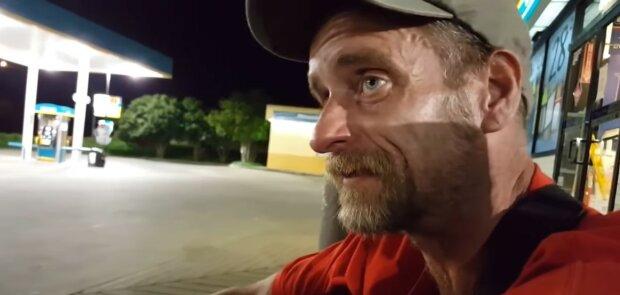 Es gibt Menschen, die sich um Obdachlose kümmern: Ein 90-jähriger Mann kocht für Obdachlose
