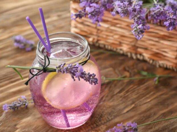 Rezept für Lavendel-Limonade, die hilft, Kopfschmerzen und Angstzustände zu lindern