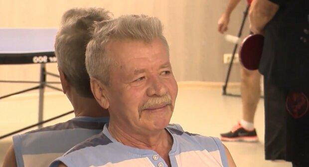 Wollte die Tradition nicht verpassen: Wie ein 93-jähriger Opa die Regeln für einen Schokoriegel gebrochen hat