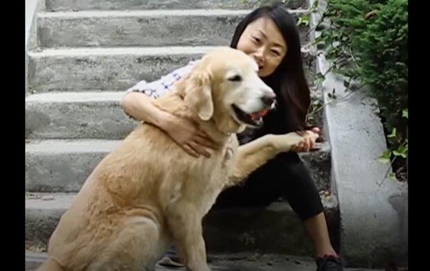 Sinh und ihr Labrador. Quelle: YouTube Screenshot