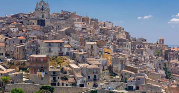 Italienische Häuser. Quelle: Screenshot YouTube
