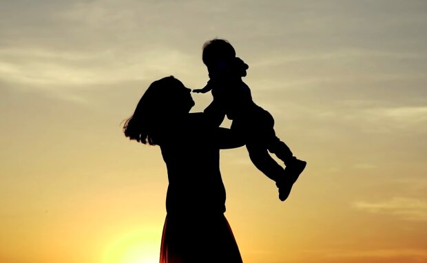 Frau mit dem Kind. Quelle: Screenshot Youtube