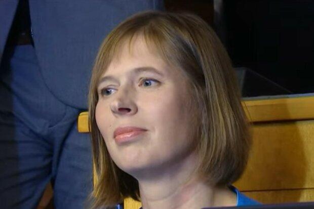 Politikerin zieht Bequemlichkeit dem Chic vor. Quelle: Screenshot YouTube