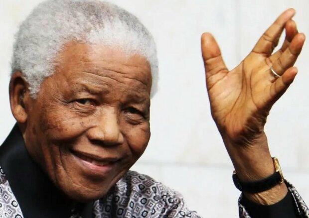 Nelson Mandela und andere Prominenten, die in Pflegefamilien aufgewachsen sind