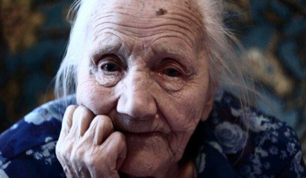 Mit Liebe und Sorgfalt: 90-jährige Damen kämmten ihrer 97-jährigen Schwester die Haare