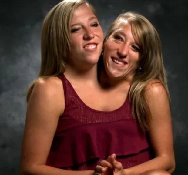 Dating ein mädchen mit einer zwillingsschwester