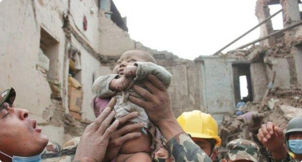 Zweiundzwanzig Stunden unter den Trümmern: Wie lebt ein Baby, das ein Erdbeben überlebt hat