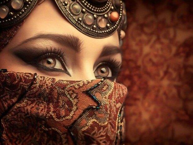 Arabische Frau Zeigt Ihre Stärke