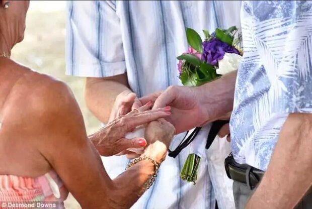 Ein Mann machte seiner Frau einen Heiratsantrag und vergaß dabei, dass sie schon seit über 30 Jahren verheiratet waren