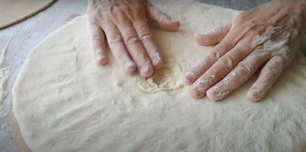Kuchenzubereitung. Quelle: Screenshot YouTube