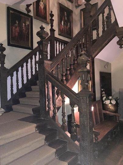 Eine Frau hat ihr luxuriöses Anwesen seit 29 Jahren nicht mehr gereinigt, aber zwei Menschen haben es gemacht