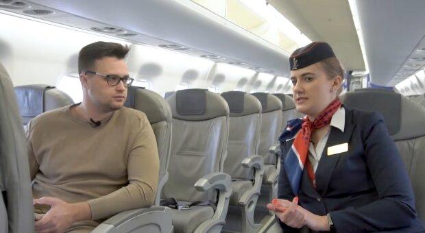 Eine Flugbegleiterin erklärt, warum man im Flugzeug keinen Tee und andere Heißgetränke bestellen sollte