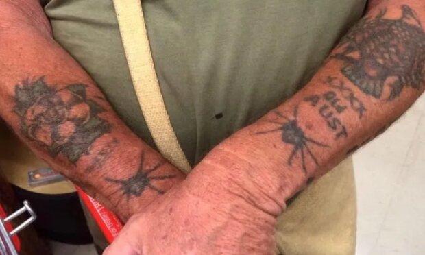 """""""Dreist und schön"""": alte Menschen zeigten, wie ihre Tätowierungen im Alter aussehen"""
