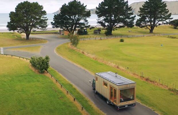 Eine Frau, die gerne reist, verwandelte den Truck in ihr Traumhaus