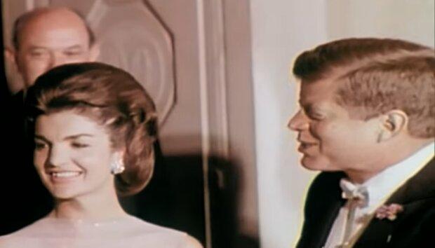 John und Jackie Kennedy. Quelle: YouTube Screenshot
