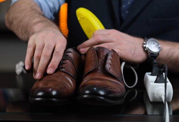 Schuhe muss man richtig für die Aubewahrung vorbereiten. Quelle: Screenshot Youtube