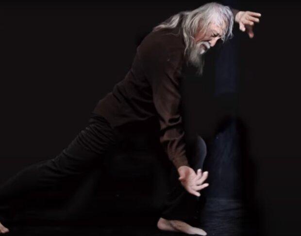 Ein 80-jähriges Modell. Quelle: Screenshot YouTube