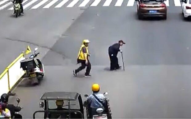 Kurier hielt an, um einem älteren Mann zu helfen. Quelle: Screenshot Youtube