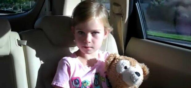 Glückliches kleines Mädchen. Quelle: Youtube Screenshot