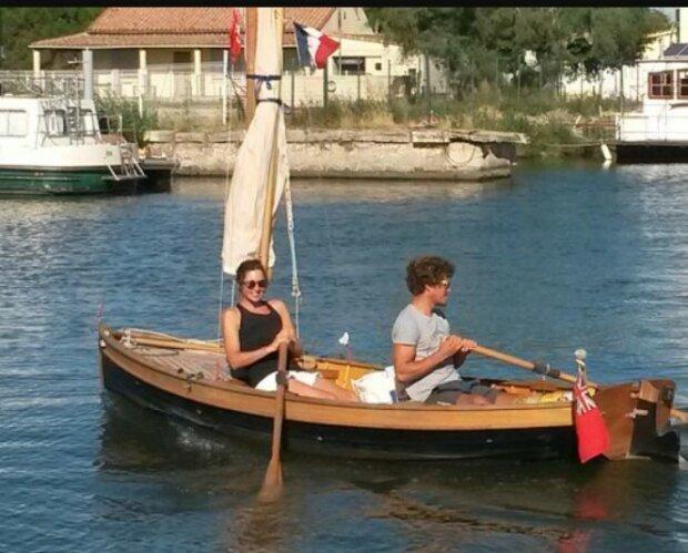 Ein Ehepaar segelte auf einem selbstgebauten Boot mit Rudern von England nach Frankreich