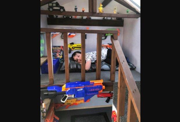 Ein fürsorglicher Vater baute in seinem Hinterhof ein gemütliches Spielhaus zur Unterhaltung der Kleinen