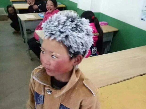 Der Wunsch zu lernen: Ein Junge geht jeden Morgen über eine Stunde lang zur Schule