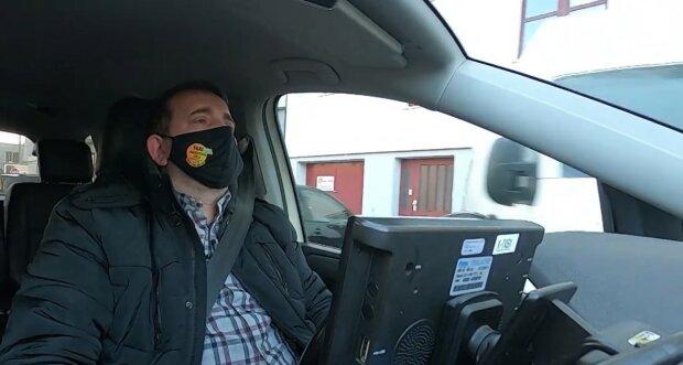 Taxifahrer brachte seine Frau regelmäßig zur Arbeit: Sie brauchte seine Unterstützung