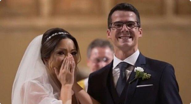 Der Bräutigam machte eine tolle Überraschung für seine Braut, die mit besonderen Kindern arbeitet