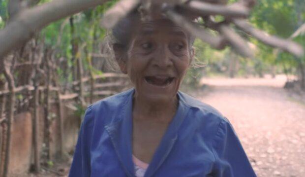 Eine fleißige Frau. Quelle: YouTube Screenshot
