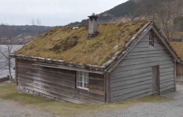Altes Holzhaus. Quelle: YouTube Screenshot