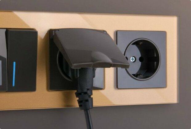 Was sind die Gefahren von Ladegeräten, die ständig zu einer Steckdose angeschlossen sind