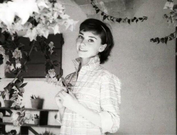 Ertrug Hunger und Verluste: Wie Audrey Hepburn ohne Make-up aussah