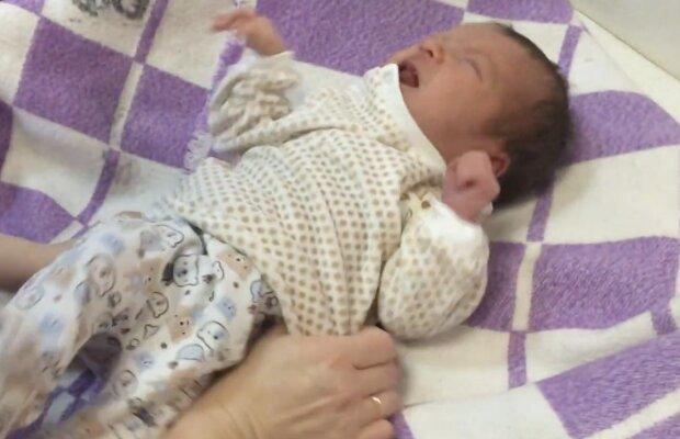 Säugling. Quelle: Screenshot YouTube
